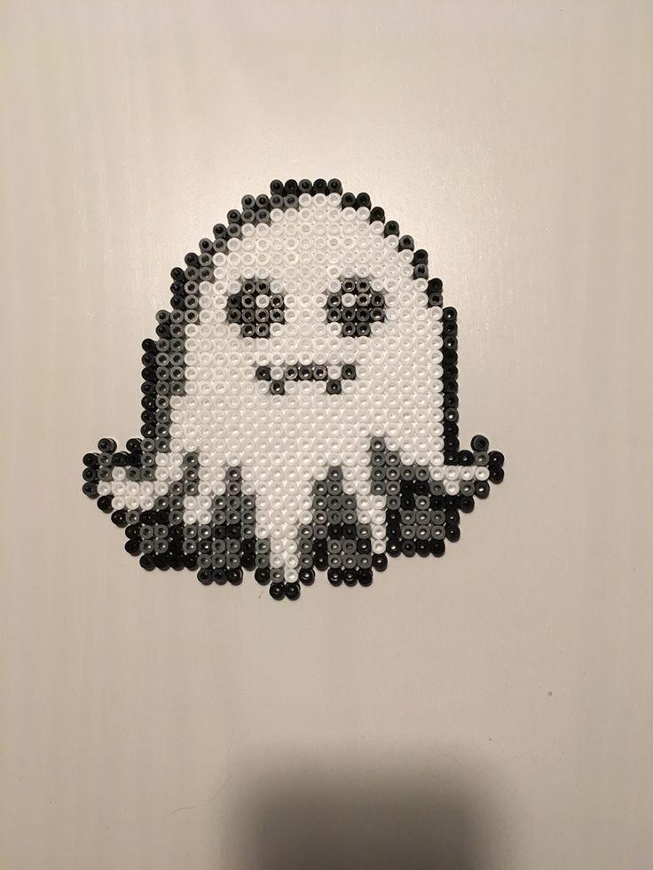 A sweet little ghost #halloween #ghost #hama #hamaperler #hamabeads #perlerbeads #perler #beads