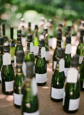: Ideas Wedding, Wedding Favors, Bottle Ideas, Wedding Ideas, Weddings, Mini Bottles, Card, Wine Bottles, Mini Champagne Bottles