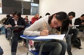"""Artículo 54  En el receso escolar de verano habrá un período de cursos intersemestrales llamado """"A"""", el otro será en invierno y se denominará """"B"""", tanto en el intersemestral """"A"""" como el intersemestral """"B"""" se podrán cursar como máximo dos asignaturas no seriadas entre sí."""