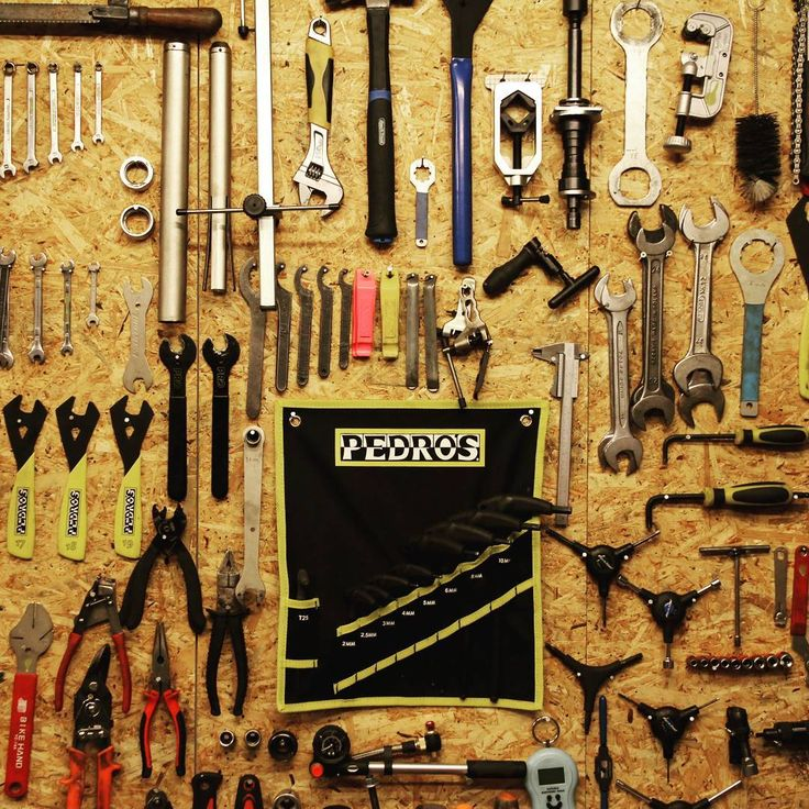 #szobakbike #szobak #tool #tools #workshop #shop #cycling #cyclinglife #pedros #wood #wooden #steel #aluminium #metal #duringwork #order #orderliness
