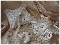 Risultati immagini per bomboniere all'uncinetto per matrimonio
