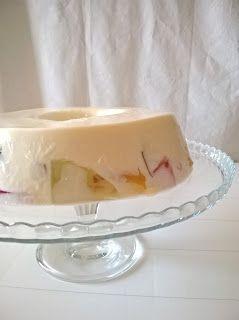 1 saqueta de gelatina de ananás1 saquetade gelatina de manga1 saquetade gelatina de frutos vermelhos10 folhas de gelatina incolor1 lata de leite condensado400ml de leite de coco200ml de natas100ml
