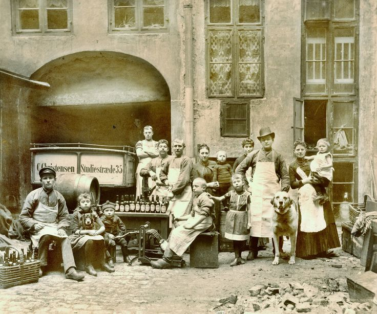 Family of brewers in Copenhagen - 1900