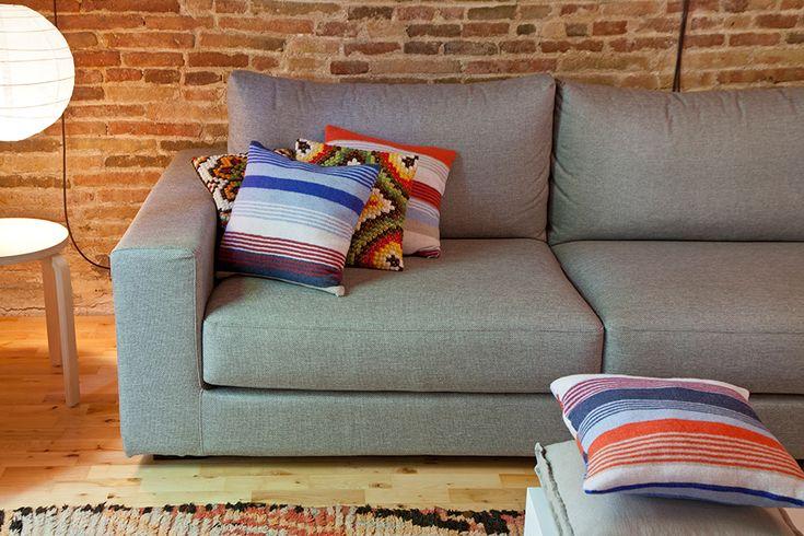 Винтажный интерьер: диван в гостиной, фото #Living_Room #Interiors