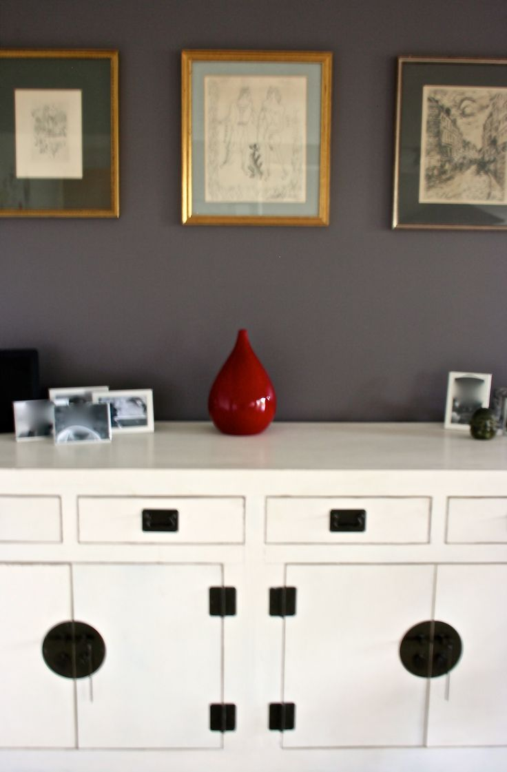 Our favourite styling is a tad eclectic! French art, asian buffet and australian family photos. Add a splash of red and you have something quite unique.