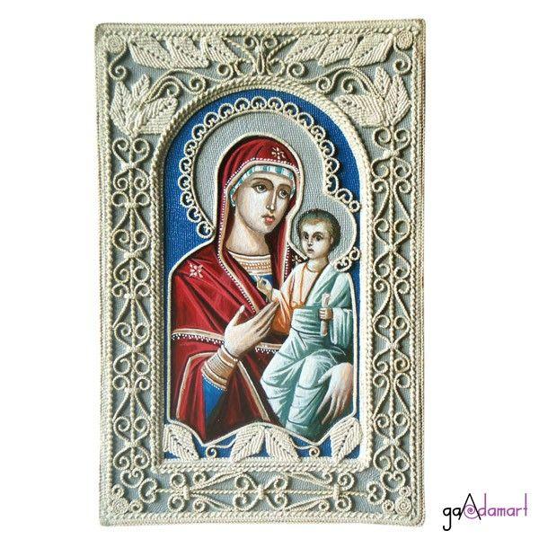 Icoana unicat - Maica Domnului cu Pruncul, pictata pe panza, cu ornamente realizate in tehnica macrame.