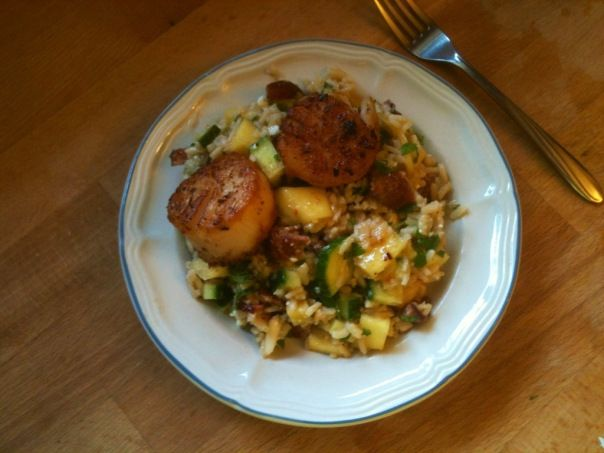 Seared Scallops with Bacon and Mango Rice Salad (351 calories per serving)