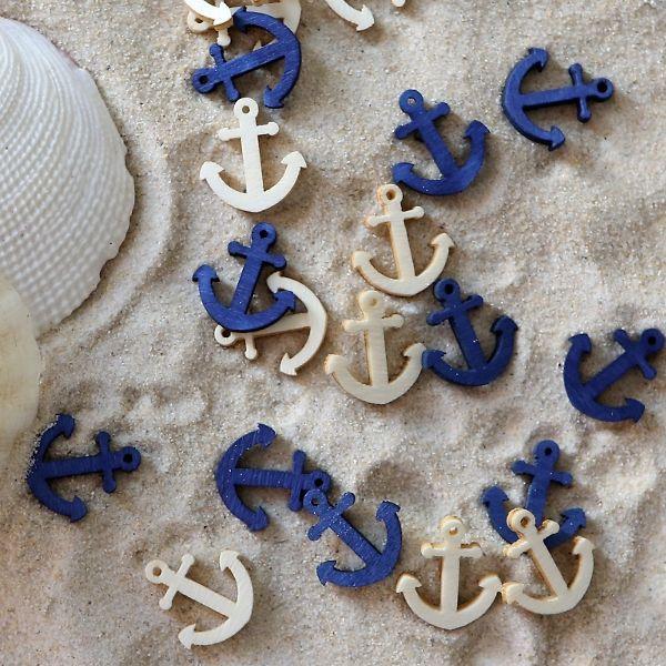 Perfekt für eine romantische Hochzeit am Strand: Diese Streudeko im maritimen Look schmücken die Hochzeitstafel und verleihen ihr eine natürliche Note.
