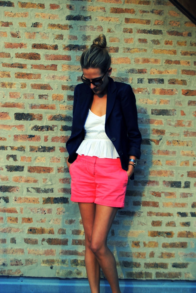 love the bright shorts: Pink Shorts, Pink Skinny Jeans, Navy Pink, Colors Shorts 3, Bright Shorts, Colors Shortss, Outfit, Blazers And Shorts, Shorts That Blazers To