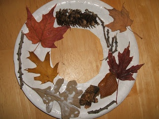 fun4kids: Autumn Leaves wreath. Good site with lots of activities/ songs etc for Early Years