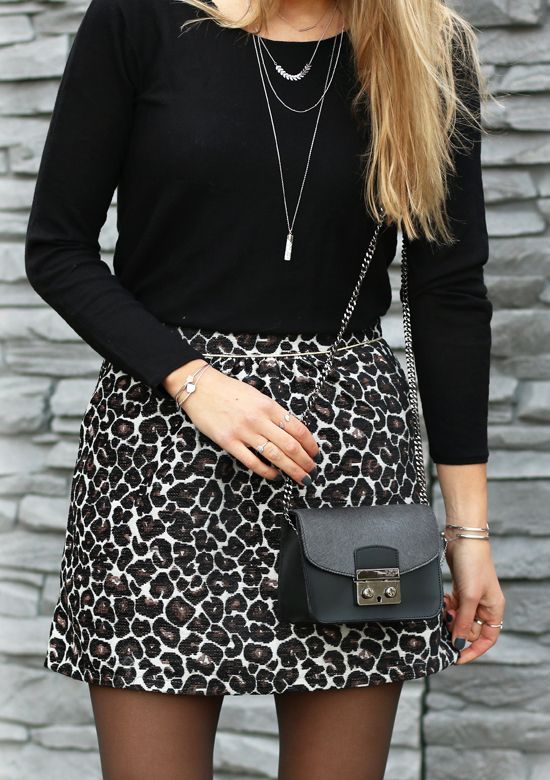 Animal prints are always fun! Panter skirt with black details, our favorite…