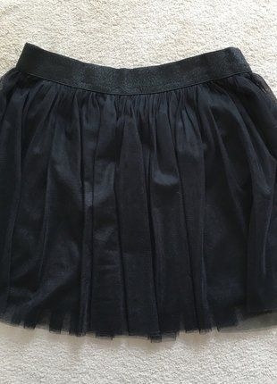 À vendre sur #vintedfrance ! http://www.vinted.fr/mode-femmes/jupes-patineuses/29602135-jupe-noire-en-tulle-bizzbee
