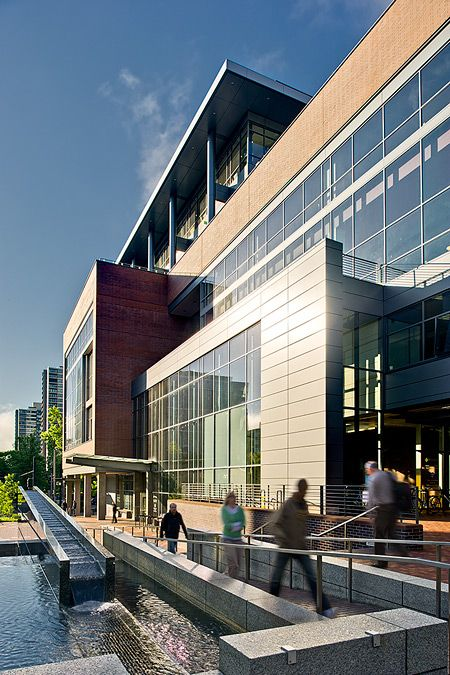 Pedestrian area at Portland State University Academic & Recreation Center by Lango Hansen Landscape Architects