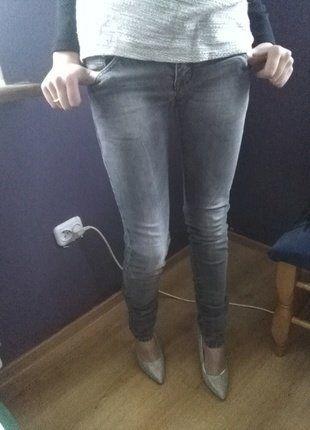 Kup mój przedmiot na #vintedpl http://www.vinted.pl/damska-odziez/rurki/16489873-szare-jeansy-rurki-z-kieszonkami-na-zamek