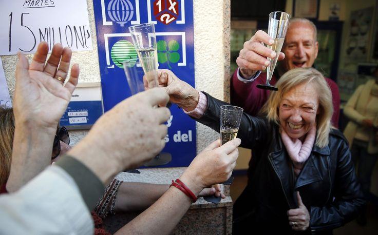 ¿En qué gastar el dinero del premio de la Lotería de Navidad? - #ConsejosDeNavidad, #LoteriaDeNavidad, #PremiosLoteríaNavidad http://navidad.es/16276/en-que-gastar-el-dinero-del-premio-de-la-loteria-de-navidad/