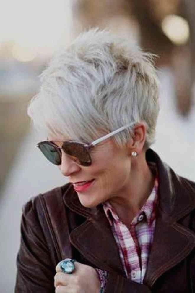 Kurzhaarfrisuren 23 Damen Graue Haare | Hair Style Women ...