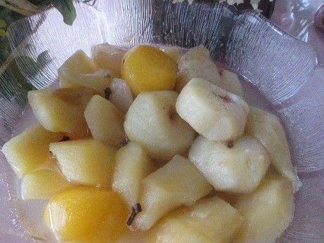 Frutas de estación en compota. Ver receta: http://www.mis-recetas.org/recetas/show/72131-frutas-de-estacion-en-compota