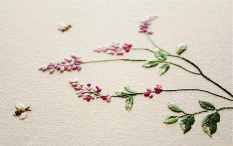 싸리꽃_35x30cm_면사,광목_2014[문화저널21 이영경 기자] 복주머니란, 좀씀바귀, 설앵초, 금강초롱, 바람꽃 등의 야생화가 바느질을 통해 한 폭의 그림으로 다시 태어난다. 한국의 야생화를 자수와 시로 만날 수 있는 전시 <야생화 자수, 꽃피다>가 오는 19일부터 7월 1일까지 롯데갤러리 청량리점에서 진행된다.이번 전시는 자수작가 김주영의 두 번째 개인전으로, 자수 회화, 자수