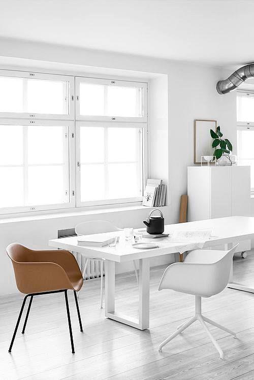 Sieht gut aus: Der Fiber Chair Tube Base ist ein Stuhl aus innovativem Schalenmaterial, das aus recycelbarem Kunststoff und Holzfasern besteht! Hier entdecken und shoppen: https://sturbock.me/JO4