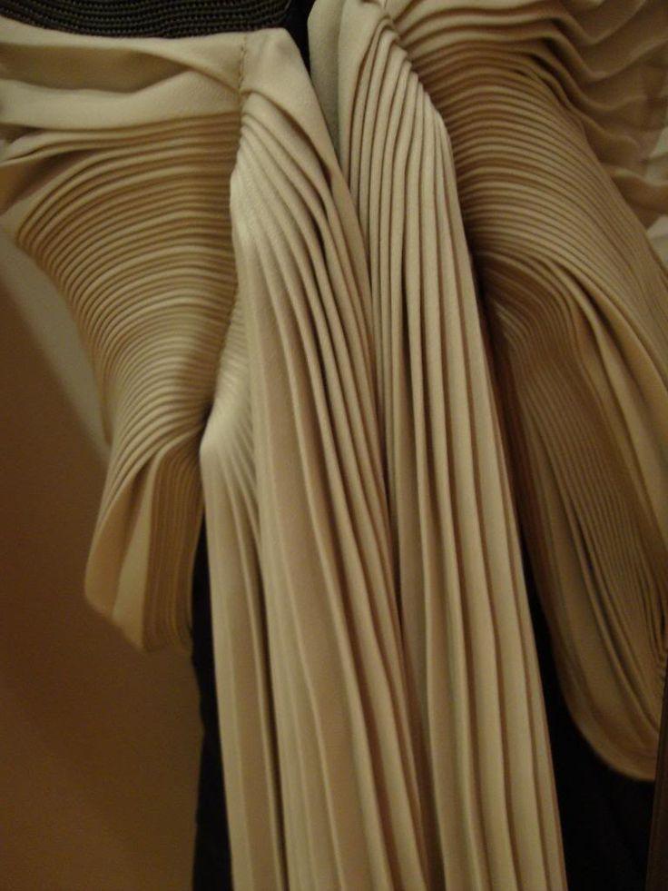 1000 images about drape fashion on pinterest u want barefoot blonde and leopard heels. Black Bedroom Furniture Sets. Home Design Ideas