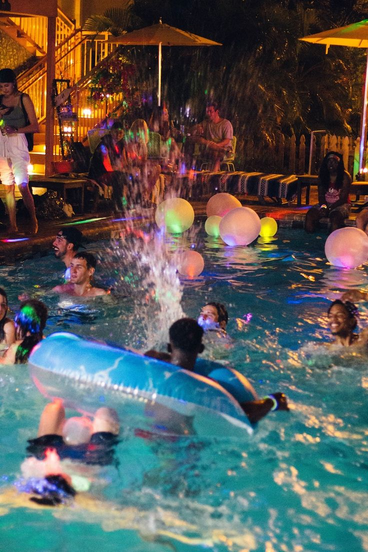 Urban Outfitters  Blog  USUO Glow Party with UO Miami  USUO  Sommar Vnner Drmmar
