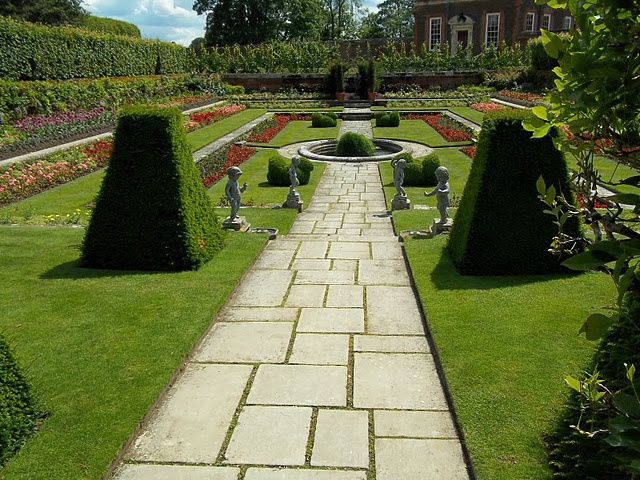 Henry VIII's gardens, Hampton Court Palace, England - would love to visit here one day!!