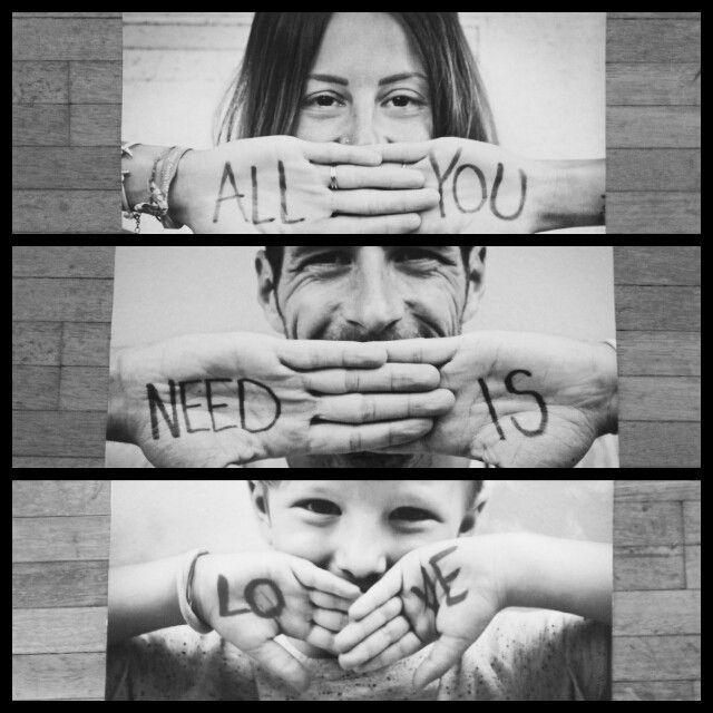 Ich mag die Idee von Fotos mit auf Händen geschriebenen Wörtern .. …