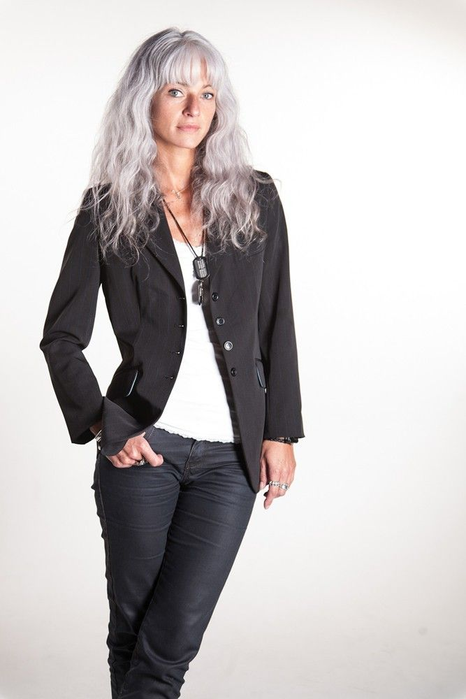 This is how I would love to wear my hair as I get older. I love long mussy hair even grey.