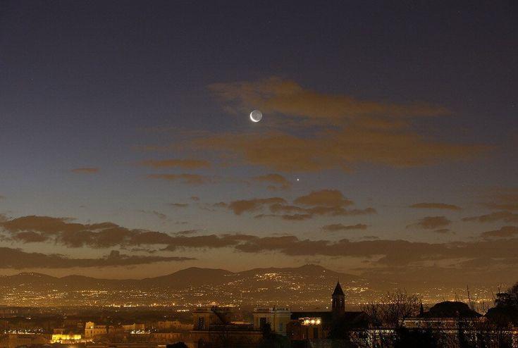 L'ultima falce di Luna era sospesa sui castelli romani nella mattinata del 6 febbraio, assieme a Venere e Mercurio con i quali era in congiunzione. Lo