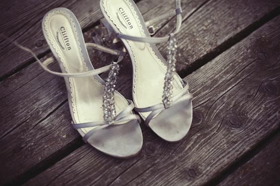 Silberne Sandalen wirken stets elegant, glamourös - und verführerisch! | Foto: Startedwithakiss.de
