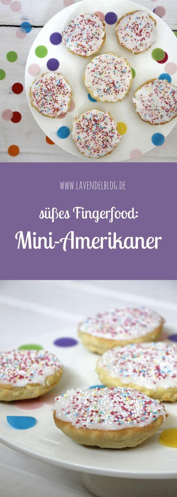 Mini-Amerikaner sind perfekt für ein Fingerfood-Buffet und als Rezept zum Kinderburtstag bestens geeignet. Das Amerikaner Rezept lässt sich durch unterschiedliche Deko gut abwandeln.