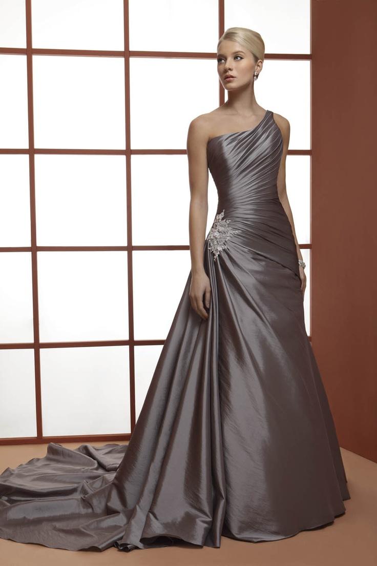 abito da sposa monospalla grigio  www.protagonisti.it