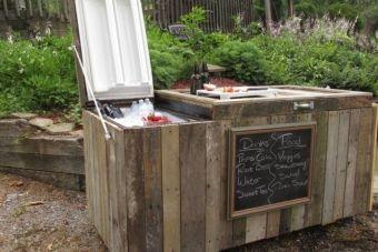 Ils transforment un vieux réfrigérateur défectueux en un accessoire que vous voudrez tous à la maison!