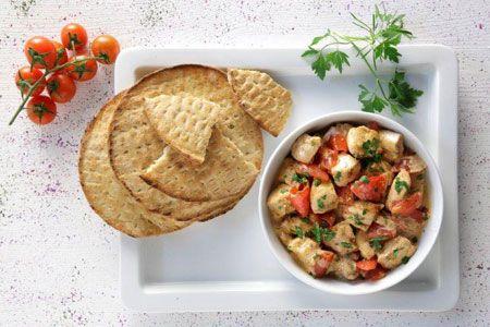 «Γιαουρτλού» στο τηγάνι, με ντομάτα και πάπρικες