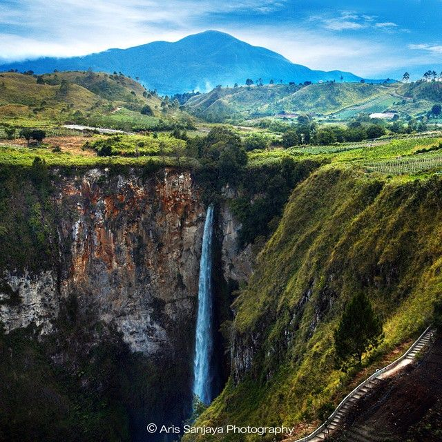 """Sipiso Piso Watelfall_Medan_ Indonesia"" #indonesia #indonenesia_photography #tongging #sipisopiso #medan #waterfall #landscape_captures #landscapestyles_gf #landscapehunter #landscape_specialist #insta_land #ic_landscapes #top_landscapes #allshots_ #gf_nusantara #gi_indonesia #igindonesia_ #wu_fonesia_photography #ahd_photo #mst_photooftheday #phototag_it #inscountries #global_hotshotz"