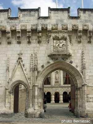 La Rochelle, Charente-Maritime, France. Hôtel de Ville - porte d'entrée