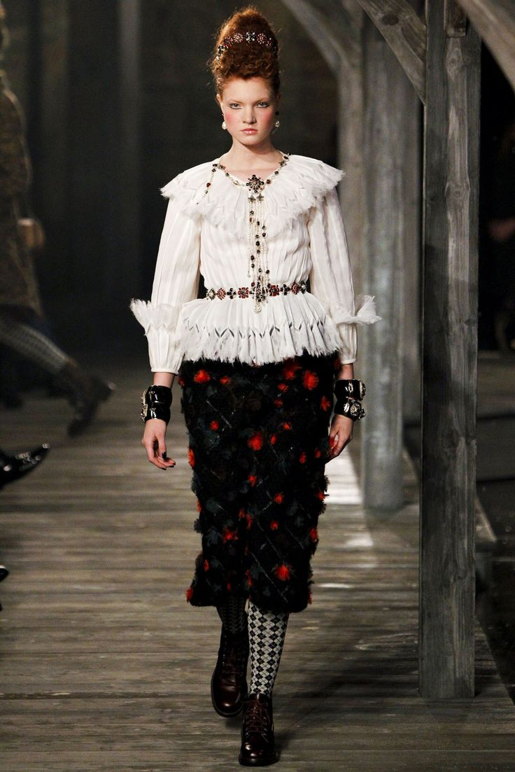 Chanel Pre-Fall 2013 Fashion Show - Anastasia Ivanova