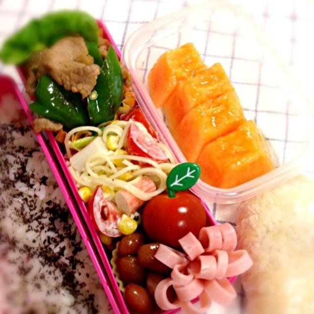 おはようございます(^.^)  豚コマ焼肉 サラダスパ 金時豆 フルーツ おむすび - 61件のもぐもぐ - いつものお弁当6/25 by sakuranbo4