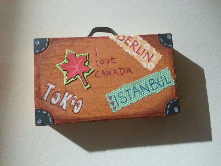 Ein Koffer voller Geld....gefertigt aus einer kleinen Streichholzschachtel :)