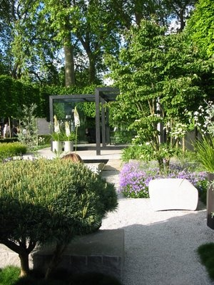 Luciano Giubbilei. Garden designer - gardens characterised by simple and clean symmetrical design using nature, materials, light, space and art - London, UK · lucianogiubbilei.com