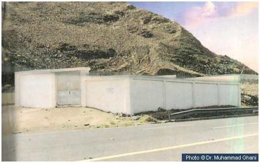 Grave of Maymoonah (may Allah be pleased with her) This structure is located on Hijrah Road, 20 km from Makkah and contains the grave of Maymoonah (may Allah be pleased with her), one of the wives of the Prophet (peace and blessings of Allah be on him). It is in a locality named Sarif and is the same place where they were married in 7 AH.