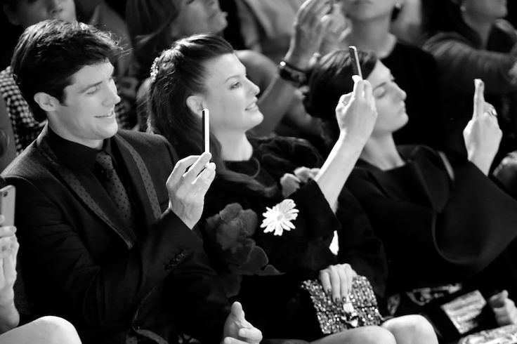 Roberto Bolle, Linda Evangelista et Giovanna Battaglia immortalisent le final du défilé Dolce & Gabbana printemps-été 2015