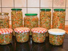 Už žádné bujóny ani umělá dochucovadla: Udělejte si solenou zeleninu do vývarů, polévek a omáček, za 30 minut máte zásoby na celý rok!