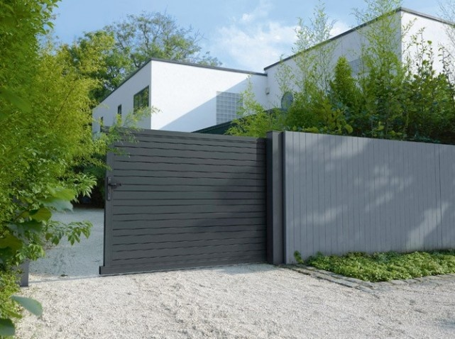 Portail noir portails pinterest r novation for Portail entree maison