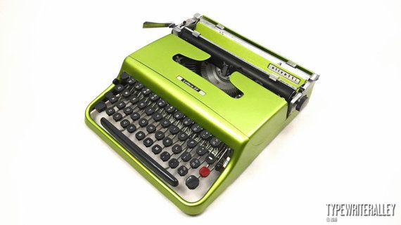 Willow green OLIVETTI LETTERA 22 typewriter, Olivetti typewriter, vintage typewriter, portable typewriter, green typewriter, gift