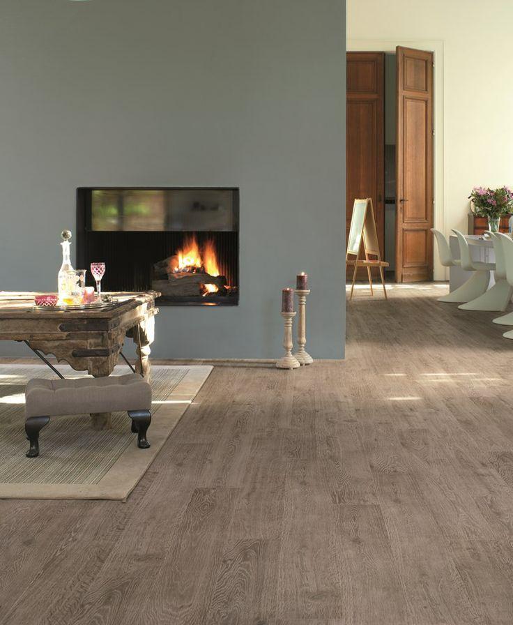 Woonkamer met doorkijkhaard. Quick-Step laminaat uit de Vogue collectie - vloeren ideeën | UW-vloer.nl #laminaat #vloer #laminaatvloeren