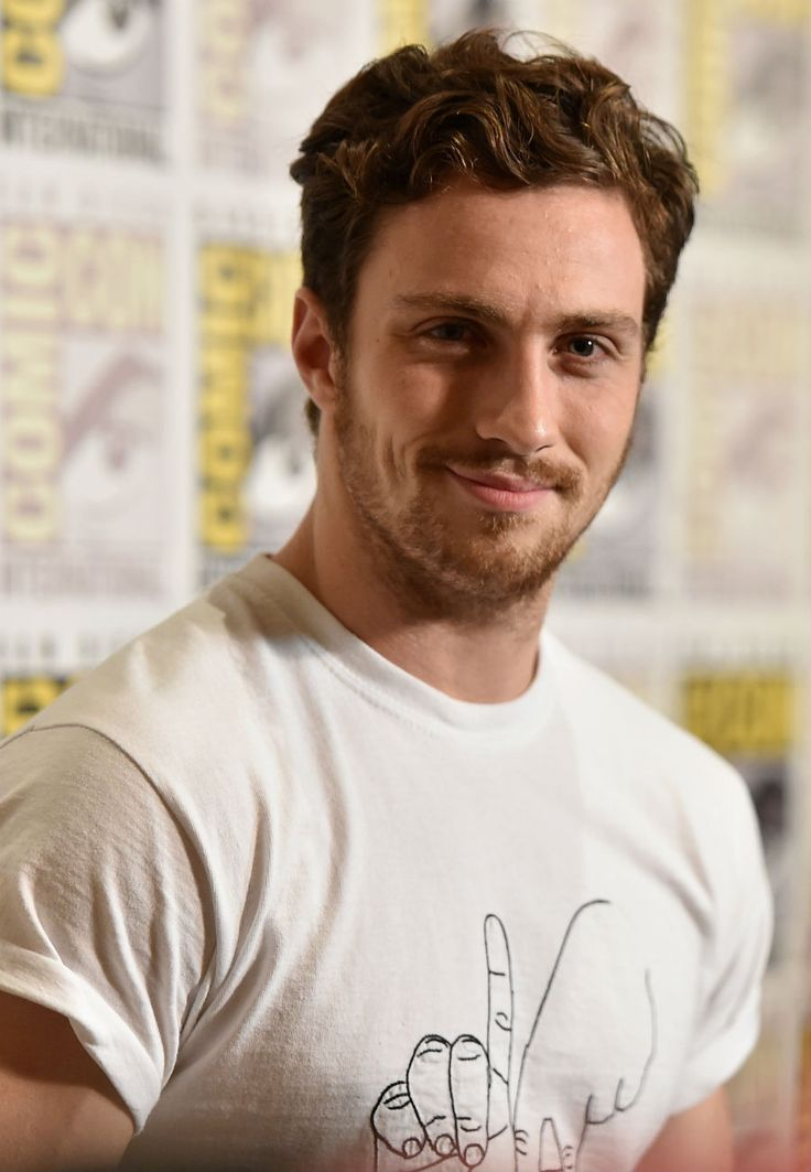 AARON TAYLOR JOHNSON AKA QUICKSILVER HE'S IN AVENGERS 2 AGE OF ULTRON I'M SO EXCITED. XDXDXDXDXD