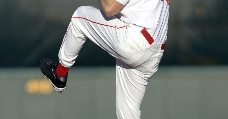 Cómo aumentar la velocidad de lanzamiento. La recta posiblemente sea el lanzamiento más popular en béisbol, y sin duda hace honor a su nombre; los jugadores profesionales de béisbol puede lanzar una recta y, algunas veces, por encima de las 100 millas por hora. Si bien algunos creían que la velocidad de un lanzamiento se debía a la genética, es decir, eras o no un lanzador de bolas ...
