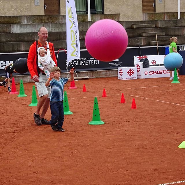 MoveQ providing an unforgettable motor development experience for kids one court one at Swedish Open 2016, ATP & WTA tennis tournament Kids Day in Båstad, Sweden. moveq #mq #3dfunction #feelbetter #movebetter #performbetter #move #learn #grow #live #playful #fun #challenge #success #fun2move #cool2move #master2move #motordevelopment #cognitivedevelopment #scientificbased #measurable #head #ultimateinstability #coretex #plyosteps #moveqboard #pelvicore #procedosplatform9 #lagardère #tennis