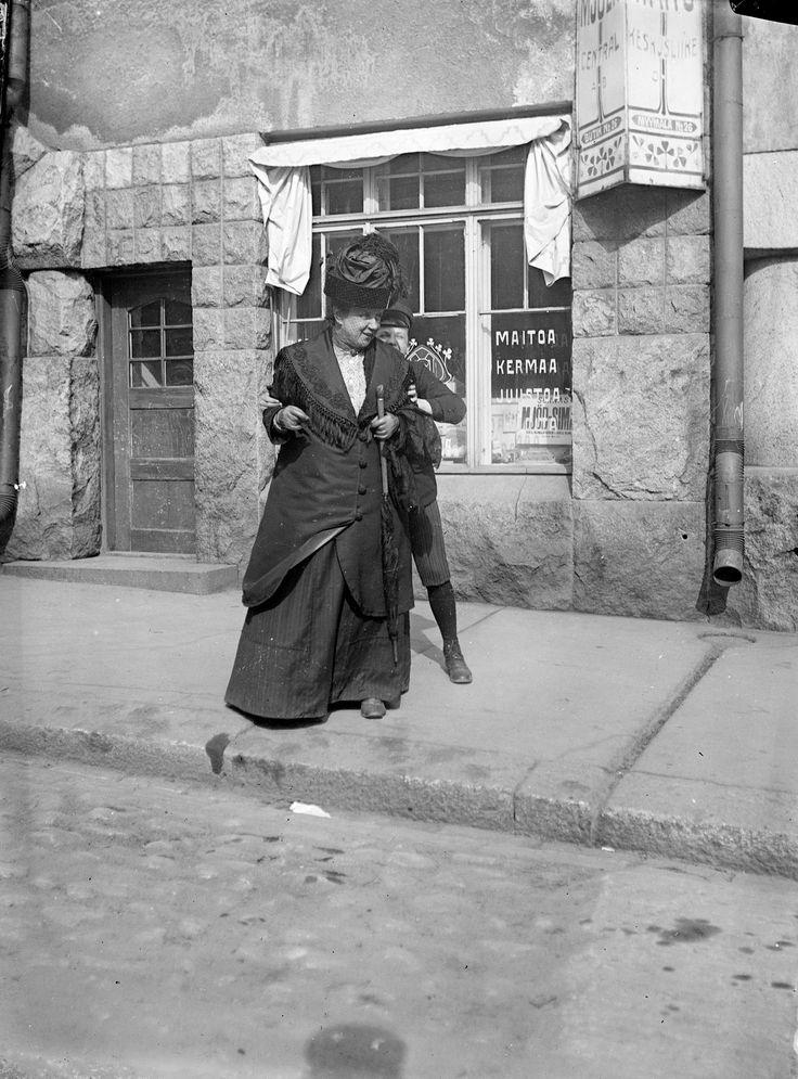 Johanna and Henrik Schybergson, Katajanokankatu, ca 1906